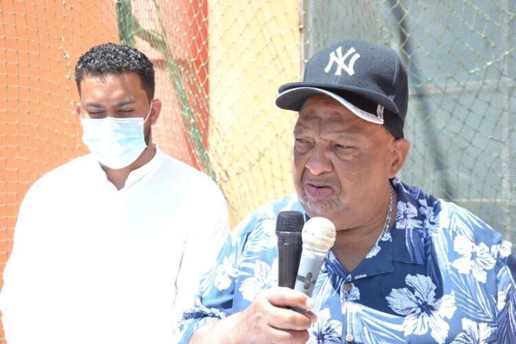 El dirigente deportivo Benito Mendoza, se dirige a los presentes durante las palabras centrales del acto. Fotos cortesía Freddy Caputo.
